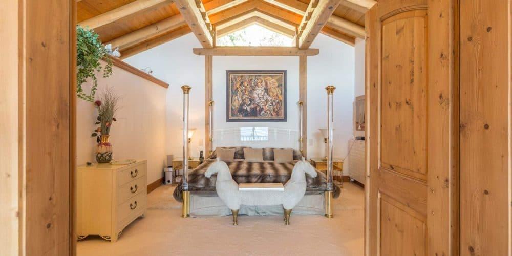 Luxury real estate in Switzerland Chalet Bourbon Master bedroom Verbier